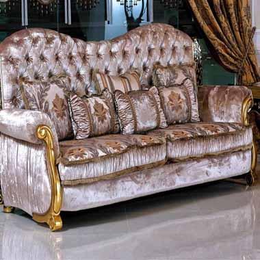 ספה מפוארת ומגולפת מלכותית