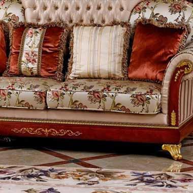 ספה מפוארת ומגולפת אומנותית