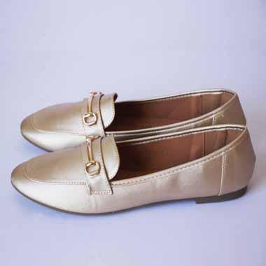 נעל זהב עם אבזם זהב