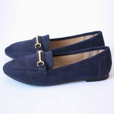 נעל כחולה עם אבזם זהב
