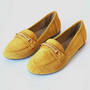 נעל שטוחה עם אבזם-צבע חרדל