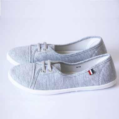 נעלי בד צבע אפור