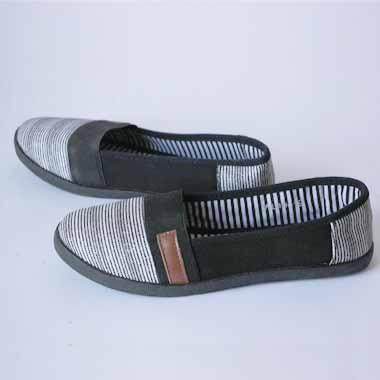 נעלי בד עם דוגמה שחור לבן