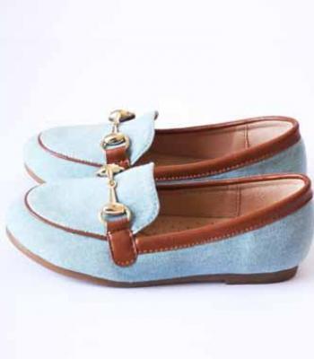 נעל שטוחה תכלת חום עם אבזם