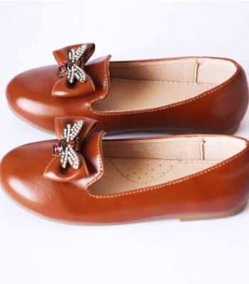 נעל שטוחה עם אבזם פרפר-חום
