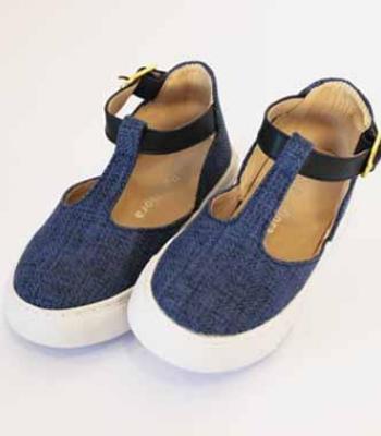 נעל עם אבזם גבוה כחול
