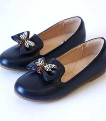 נעל עם אבזם פרפר צבע כחול