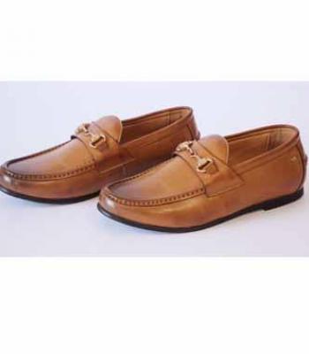 נעל שטוחה עם אבזם